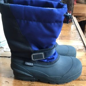 Snow Boots Like new size 3